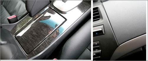 仪表总成采用两大两小设计,造型相较於同级车有些简易,但却清楚且一目了然,中央则为档位显示器。   高质感路线前进 凌驾同级车等级   打开驾驶座车门,可以清楚看出全部采用黑色内装色调的新款Accord,是以类金属饰条搭配黑檀木饰板,来营造出高级豪华却不失运动化的整体内装风格,是笔者最喜欢的内装设计之一,因为黑色内装不只容易保养维护、更能凸显高级车的价值,加上适度利用铝合金饰板点缀,使得车内不会「黑鸦鸦」的。接着坐进车内仔细端详中控台上的各项按钮配置与线条设计,从其上的类铝合金饰条的曲线、下中控置物盒形