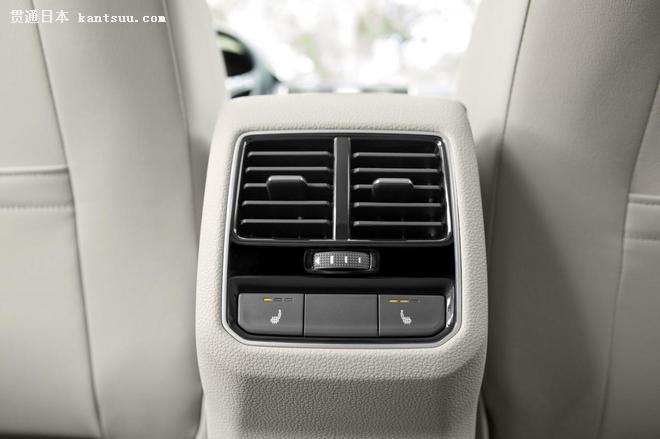 汽车 资讯 >> 正文   内饰方面,大众为改款帕萨特采用新的仪表板,重新