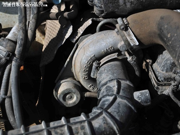 两车均为涡轮增压柴油发动机